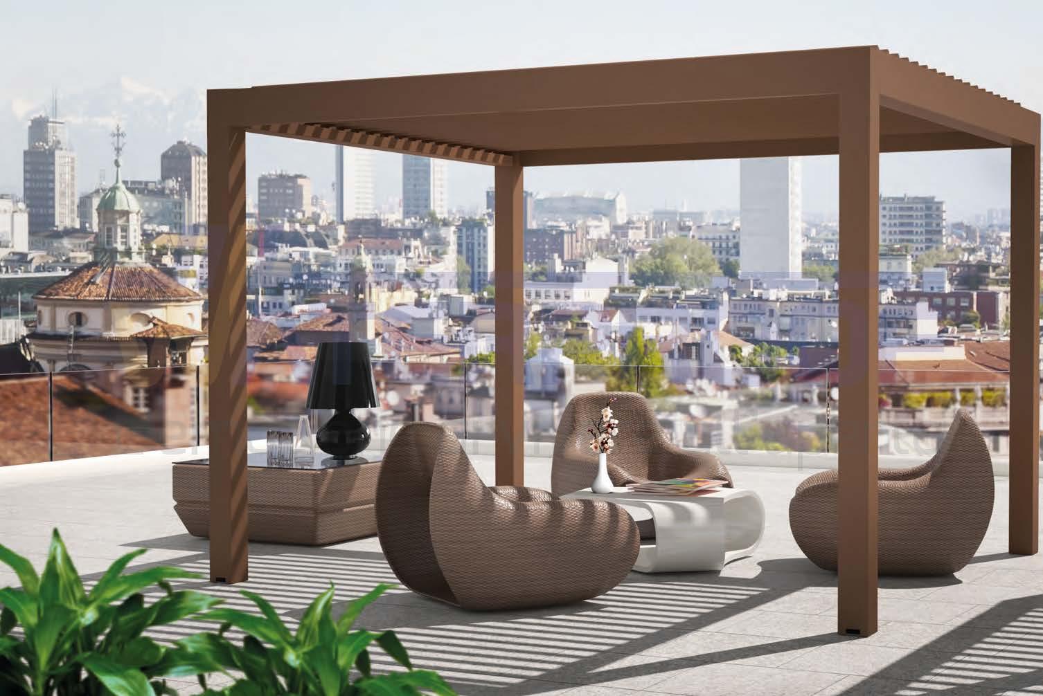 pergola bioclimatica color marrone in un terrazzo