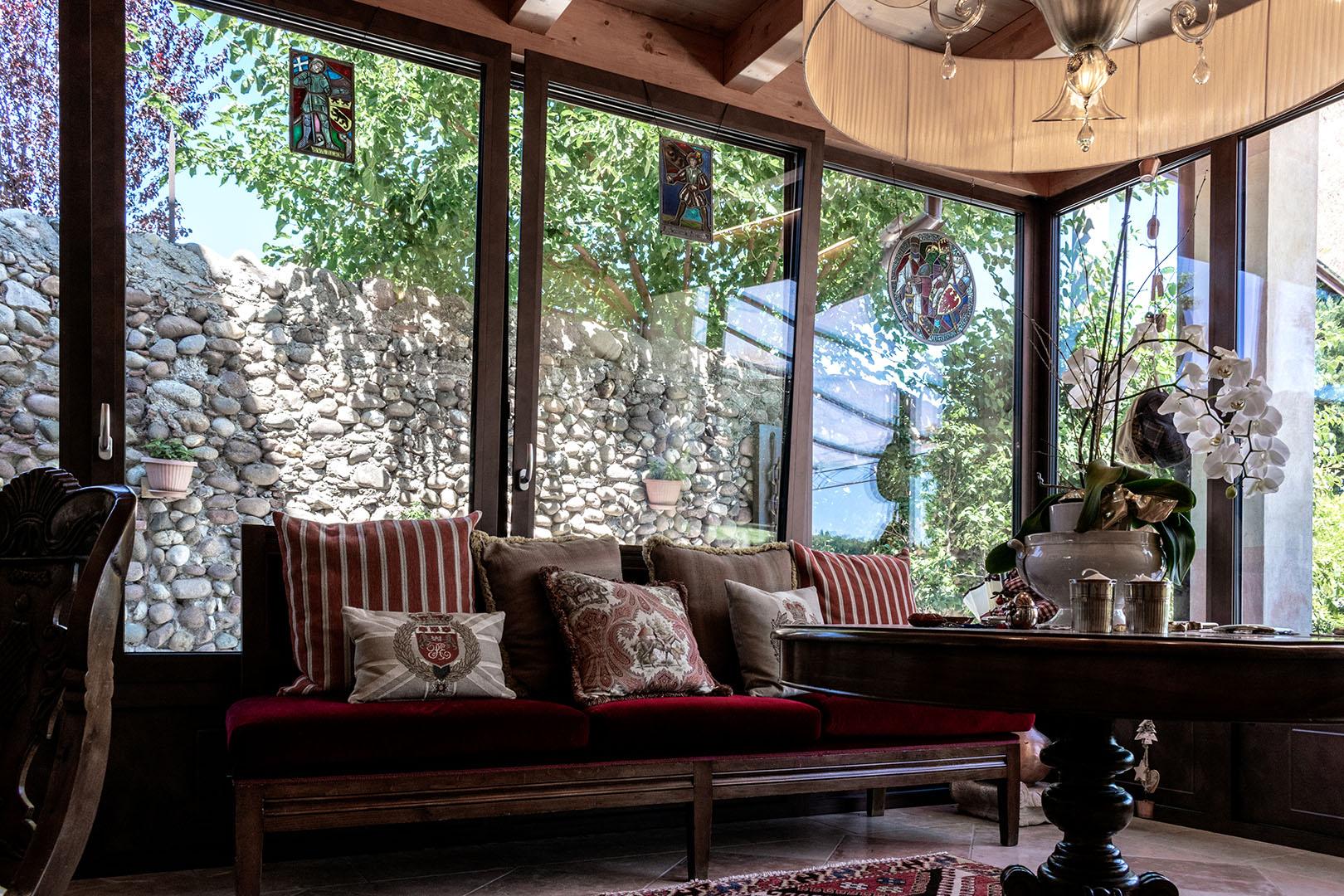 indoor finestra anta ribalta legno color marrone